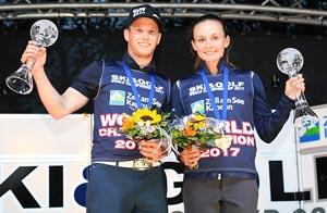 Eva Koželuhová a Petr Kabát s pohárem pro vítěze